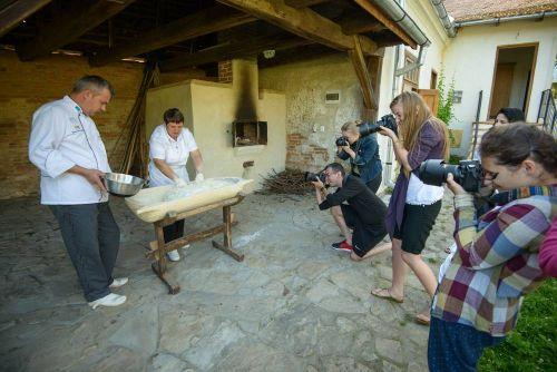 Photography class and a bread making seminar #whattodointransylvania #visittransylvania @Cincsor.Transylvania.Guesthouses
