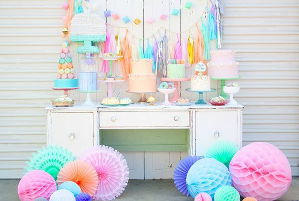 Vintage Pastel Styled Photo Shoot - Absolutely stunning party photo shoot by @MintednVintage featured on @prettymyparty I just love the beauty of this photo shoot!