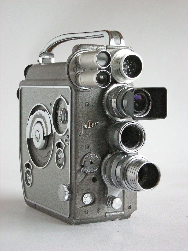 Nizo Heliomatic 8 Reflex Standard 8mm Movie / Cine camera. Introduced in 1960. Made in Germany.