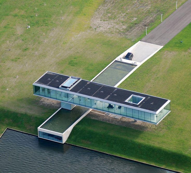 Villa Koegelhof, located in the Dutch province of Zeeland , a transparent residence is designed by Paul de Ruiter
