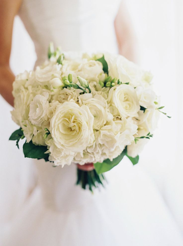 White rose bridal bouquet at Pippin Hill Farm & Vineyards | Photographer: Laura Gordon