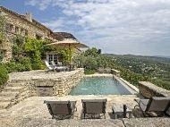 A louer demeure exceptionnelle avec piscine et vue imprenable à Gordes en Provence