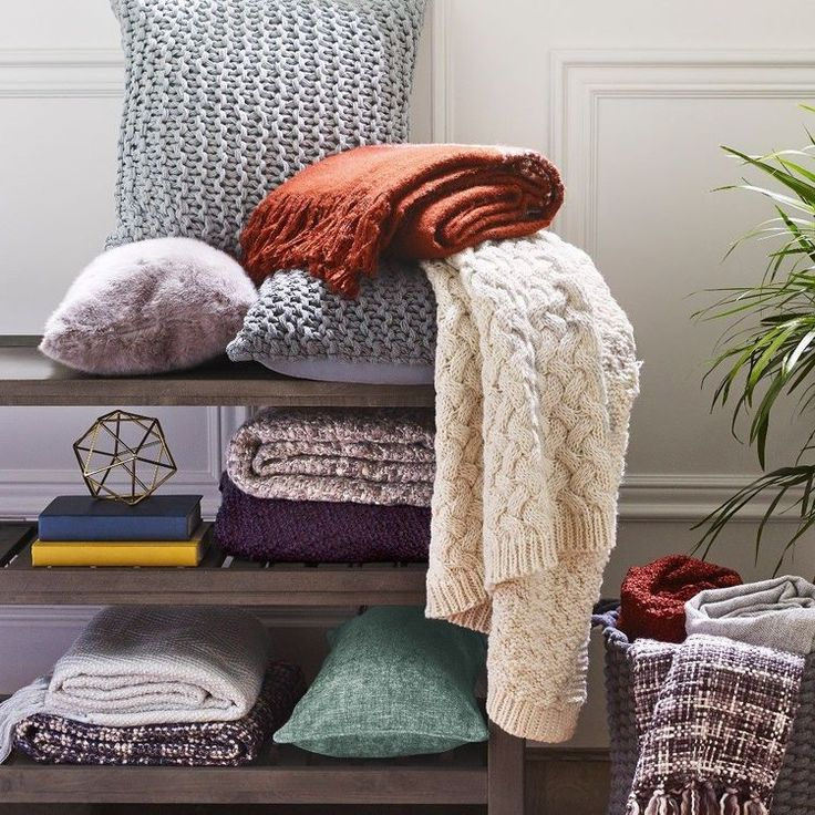 Happy September! It's only a matter of time before it's cooling down and we're snuggling up. Featured: Ironside Console Table Throws (mixed) Toss Pillows (mixed). . . . #Fall #Decor #Blankets #Pillows #Hygge #Cozy #urbanbarn #autumn #september #psl #interiordesign #Canada