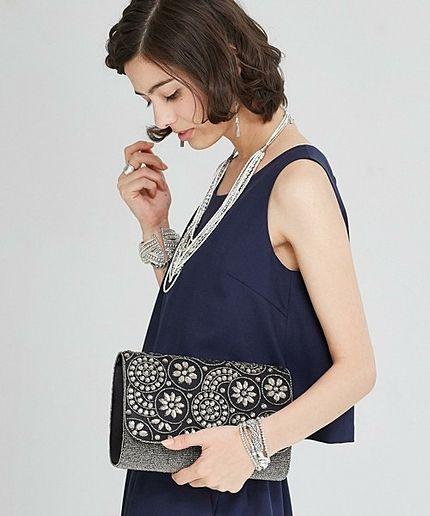 ビーズ加工のクラッチバッグはワンランク上のゴージャス感♡結婚式・ウェディング・ブライダル列席の時に参考にしたいバッグ♡
