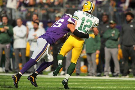 Another Star Falls as Aaron Rodgers Joins the N.F.L.s Infirmary