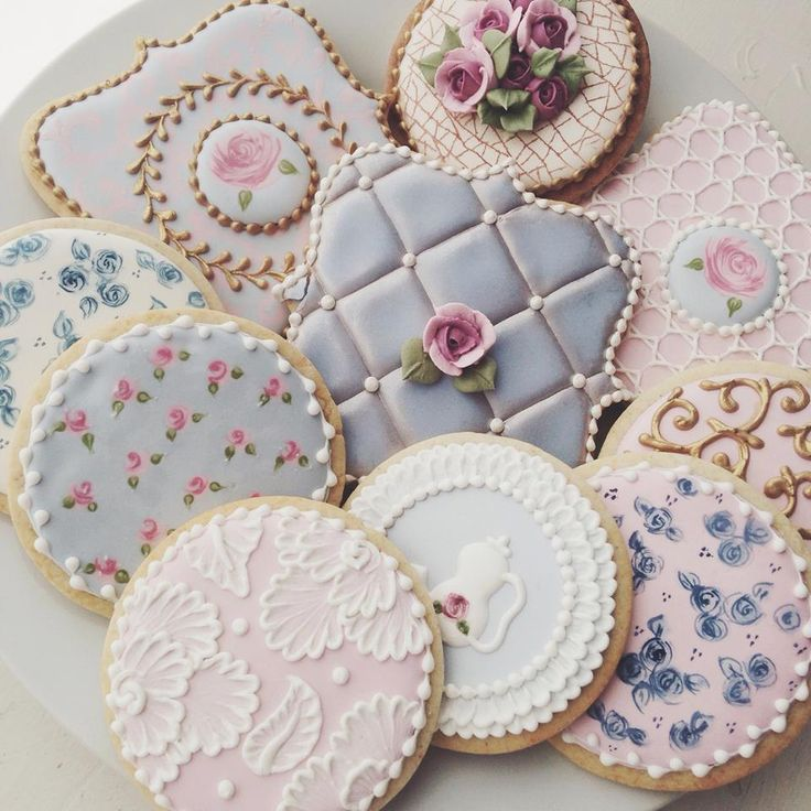 Mmmm cookies too pretty to eat ☺