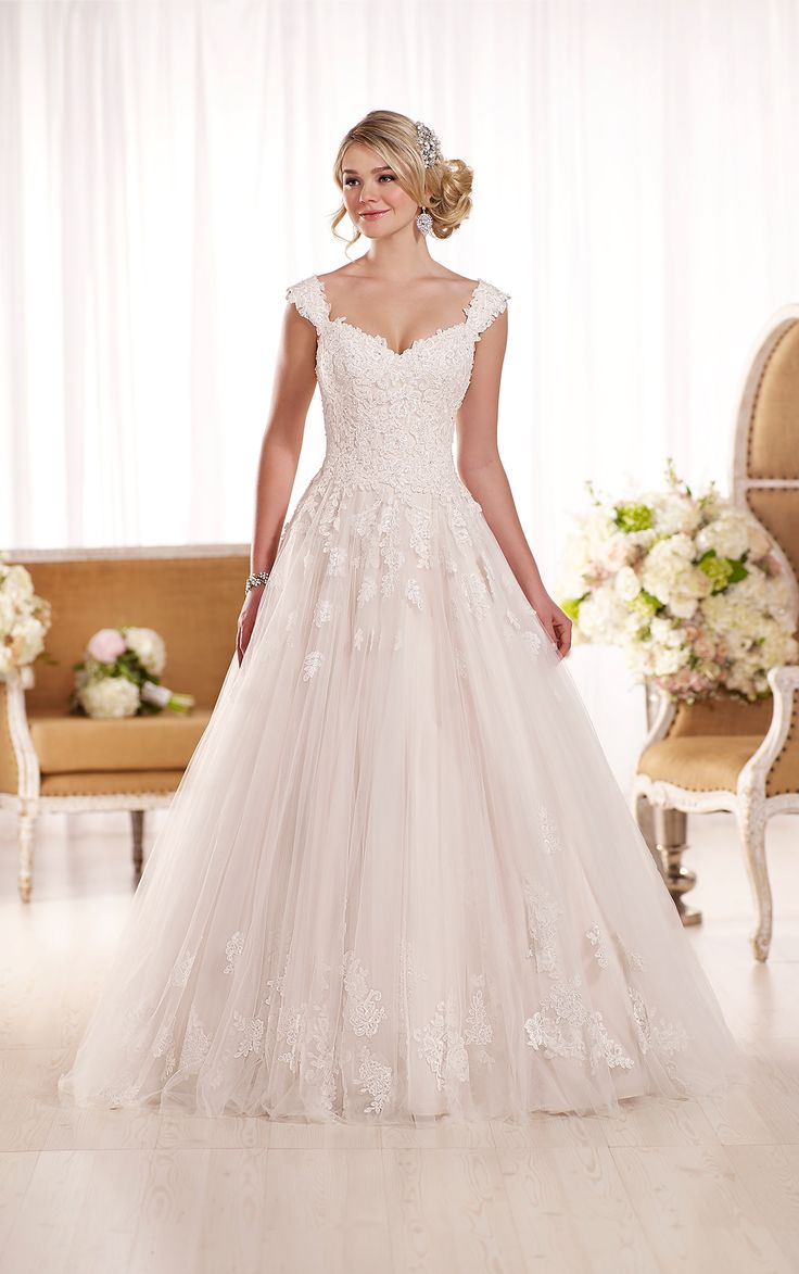 This Essense of Australia lace and tulle