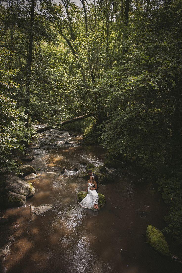Trash the dress dans une rivière, en forêt, en Auvergne (puy de dôme)