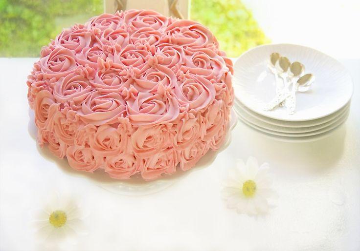 konfirmasjonskake rosekake saftig sjokoladekake