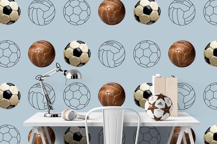 Yes, eindelijk een voetbalbehang waar de kids EN hun ouders blij van worden! Dit hippe behang heeft een patroon van verschillende voetballen; zowel de vertro...