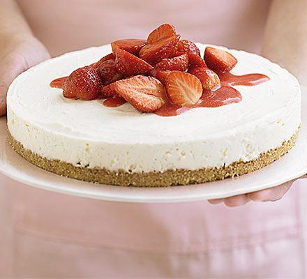 Strawberry cheesecake in 4 easy steps - not baked  Ingredients        250g digestive biscuits      100g butter , melted      1 vanilla pod      600g soft cheese      100g icing sugar      284ml pot double cream    FOR THE TOPPING        400g punnet strawberries , halved and stoned      25g icing sugar