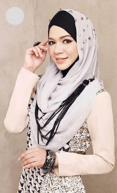 Contoh Busana Muslim Casual untuk Muslimah di 2020   Model pakaian. Gaya hijab. Model pakaian muslim