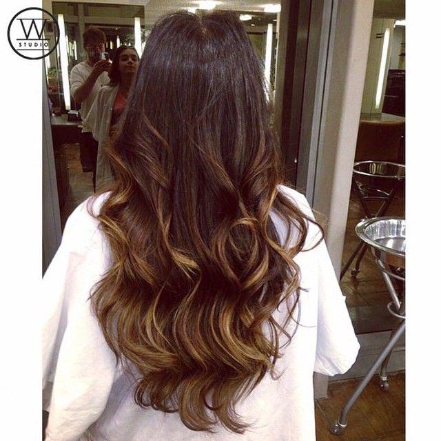 Leve iluminada nas pontas, ótima opção para as morenas by @eliaslazarohair, do Studio W JK Iguatemi  #studiow #haircolor #morenailuminada #beauty