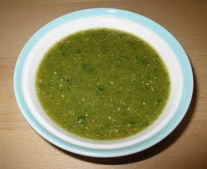 Receta Salsa Verde mexicana de tomate fresadilla o tomatillo, para usarse en tacos, tostadas flautas o para hacer diferentes guisados.
