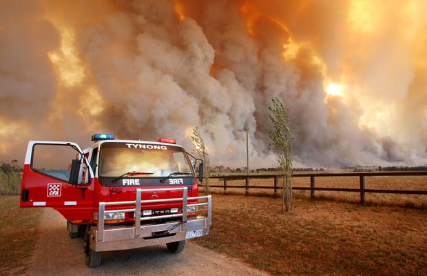 Hot, dry and windy conditions combined with unusual  phenomena to cause the Black Saturday fires, says a new study.