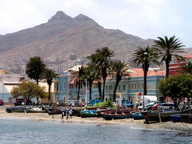 COUNTRY ROLL No33 : Cape Verde, idyllic islands with best year round weather in Africa! http://www.bonvoyageurs.com/2014/08/07/cape-verde-idyllic-islands-with-best-year-round-weather-in-africa/ Photo pahte.com