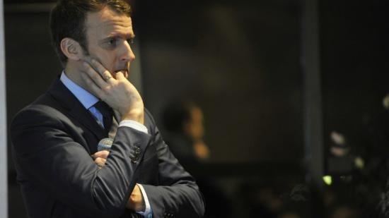 Le système des retraites en France, c'est un peu compliqué. Il existe 37 régimes différents, chacun ses règles de calcul. Exemple, pour un salarié du public, la retraite est calculée sur les six derniers mois de salaires. Pour le privé, c'est sur les 25 meilleures années. Emmanuel Macron ne veut plus qu'un seul régime pour tout le monde. Terminer les spécificités selon le régime, c'est le principe de la retraite à points. Il veut faire vite Exemple avec ce jeune homme, il va d...