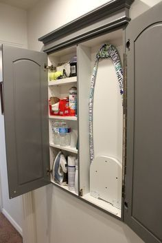 Гладильная доска в навесном шкафчике