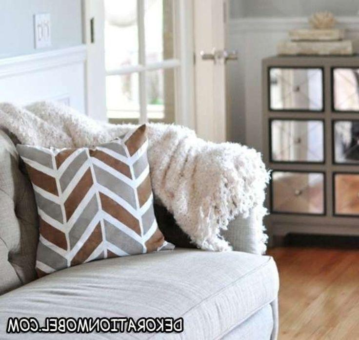 deko kissen wohnzimmer wohnzimmer deko kissen streifen muster grau samstag 09 januar deko kissen. Black Bedroom Furniture Sets. Home Design Ideas
