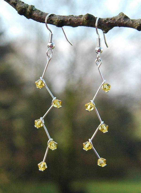 Oorbellen maken met Swarovski kristalletjes.