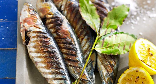 Sardinha assada (Sardines braisées au barbecue)Voir la recette >>