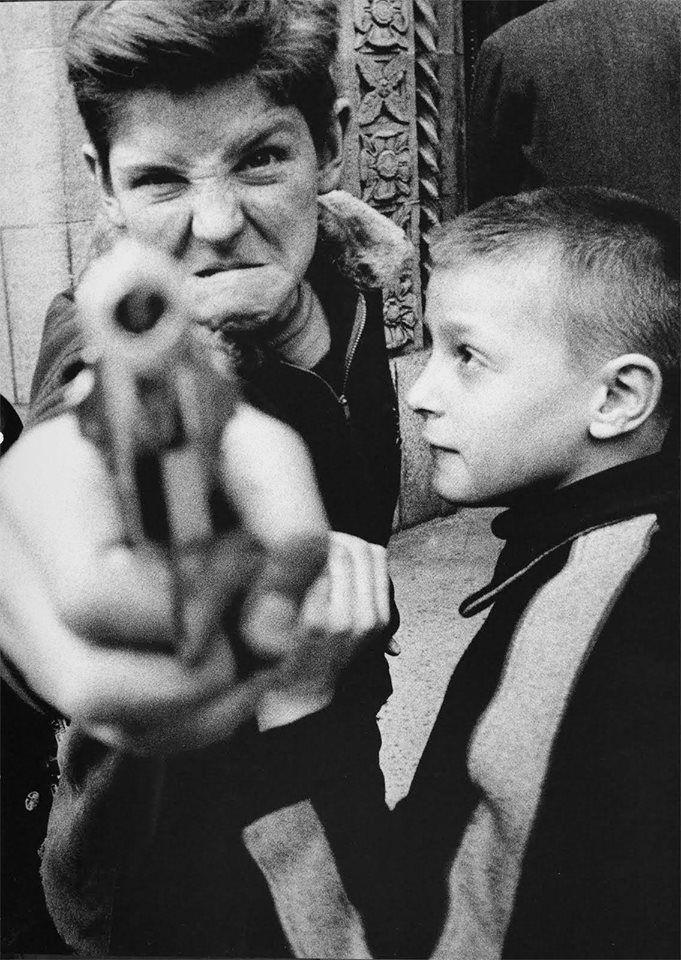© William Klein, New York, 1954. https://www.facebook.com/pages/Le-Seuil-et-lHorizon/300782323265464