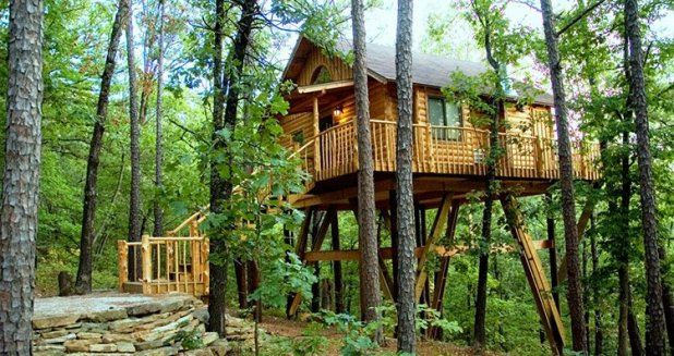 Eureka springs arkansas lodging treehouse cottages my for Tree house cabins arkansas