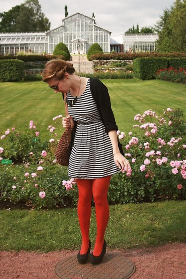 Meet me at the garden gate (by KIT TEN) http://lookbook.nu/look/3865620-Meet-me-at-the-garden-gate