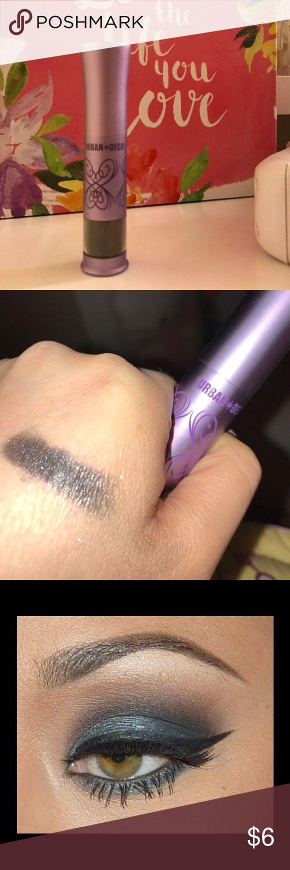 Urban decay loose powder shadow, shade gunmetal Used once to test; comes with brush; a dark gray loose powder shadow with hint of shimmer, perfect for smokey eye look Urban Decay Makeup Eyeshadow