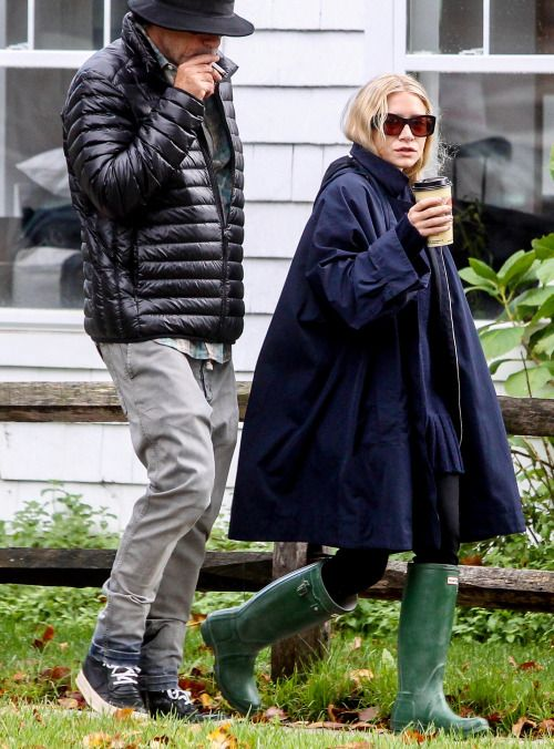 Ashley out in the Hamptons on October 22, 2016 (via olsensobsessive.com) How to look chic in the rain, by Ashley Olsen