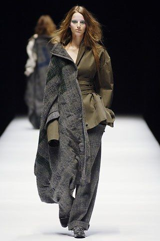 Yohji Yamamoto Fall 2006 Ready-to-Wear Collection Photos - Vogue