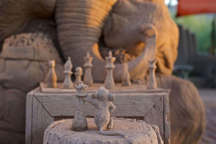 Elephant and Mouse Play a Game of Chess in Hyperrealistic Sand Sculpture | Lost in Internet