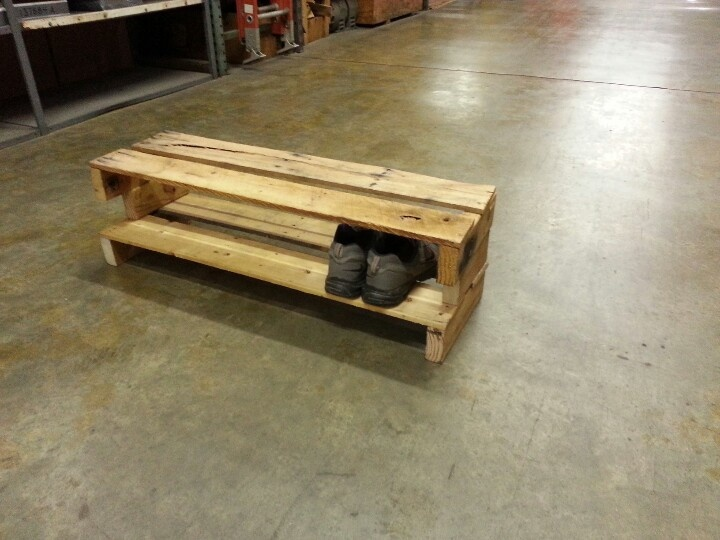 Recycle pallet shoe rack handy work pinterest shoes for Shoe rack made from pallets