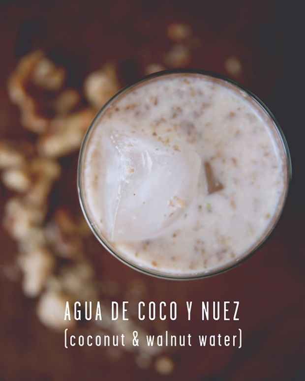 Agua de coco y nuez (coconut and walnut drink)