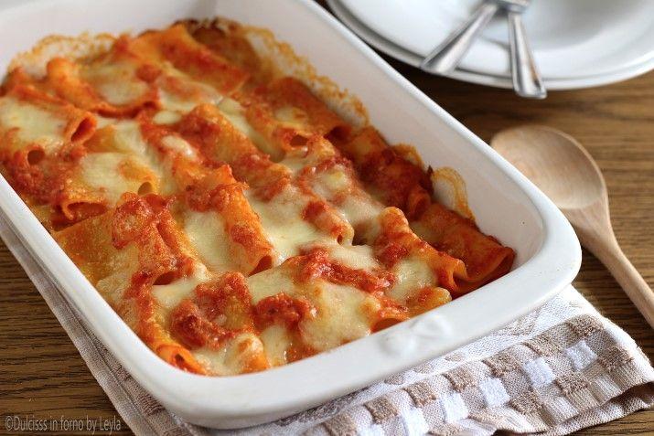 Paccheri in salsa rosa e mozzarella filante, gratinati in forno, conditi con sugo delicato. Una ricetta davvero sfiziosa, che piacerà a tutti !