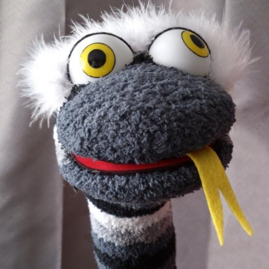 marioneta de calcetín, andrez.  fieltro,tela,goma espuma a mano.