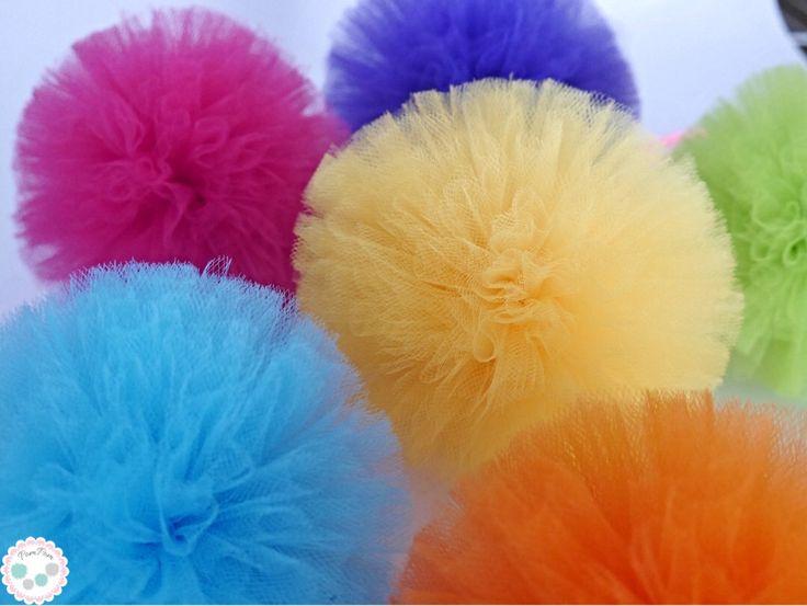 Pompony tiulowe, pompony z tiulu, pompony dekoracyjne