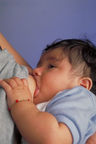 Saggy breasts from breastfeeding can be avoided in many instances when certain preparation and precautions are taken.