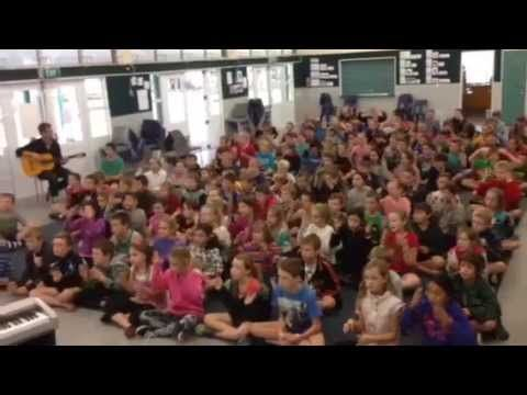 Te Kowhai School singing 'Islands'