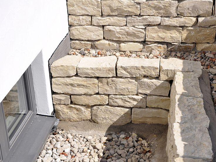 Ihr Bauunternehmen Wiedemann übernimmt Ihre Pflaster- und Natursteinarbeiten. Wir realisieren für Sie u.a. Gartenanlagen, Höfe, Hangbefestigungen, Stützmauern, Terrassen und Wege.