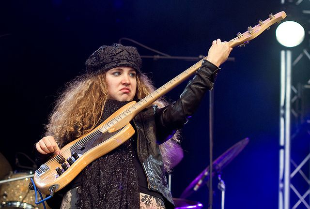 Tal Wilkenfeld's Solo with Jeff Beck and Vinnie Colaiuta (VIDEO)   Bassplayer