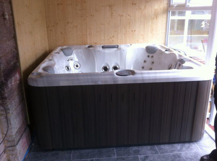 Lovely Hot Tub In Garage