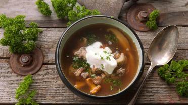 Kastanjesoepje met fazant http://koken.vtm.be/sos-piet/recept/kippenstoverij