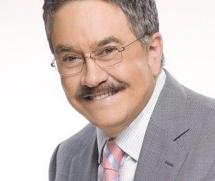 Pedro Sola, presentador del programa «Ventaneando» de la TV Azteca mexicana, confiesa su homosexualidad en un programa de radio.