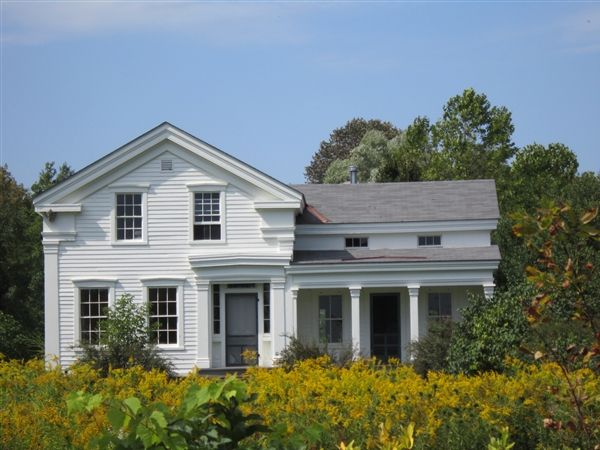 White Farm House. Greek Revival. mid 1800's. One and a Half Story Farm Cottage. Classic White Farmhouse. Rural American Architecture. (600×450)