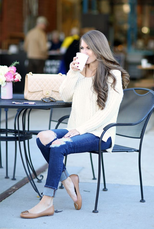 chunky knit over sized white sweater, ripped skinny jeans cuffed, tan flats
