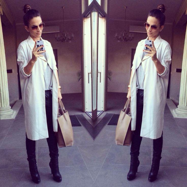 oversized cream coat ::: zita debreceni
