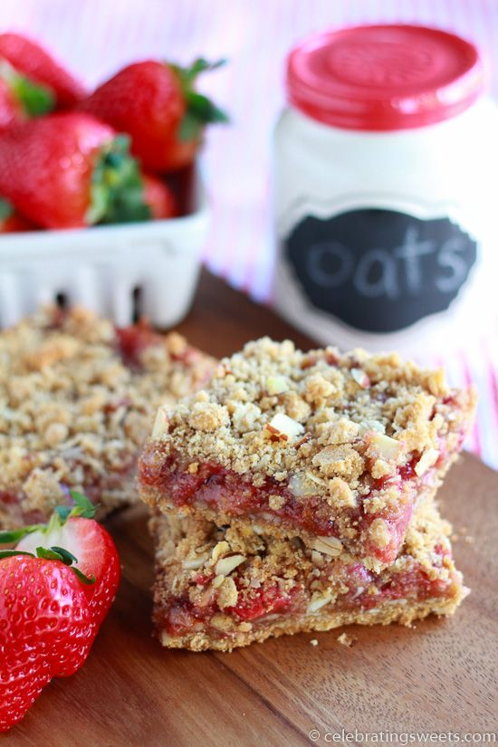 Whole Grain Strawberry Breakfast Bars ~ whole grain oat bars are filled with strawberries and topped with an almond crumble | JuliesEatsAndTreats.com