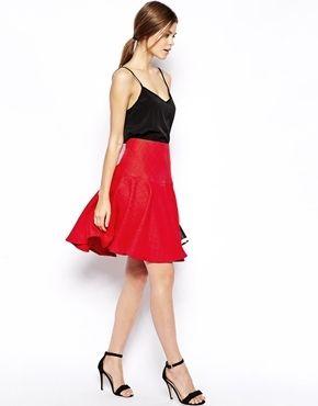 €75, Falda Campana con Relieve Roja de Asos. De Asos. Detalles: https://lookastic.com/women/shop_items/136432/redirect