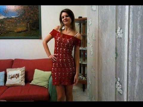 Pensando all'estate ecco un elegante, moderno e fresco vestito dal color rosso corallo con scollo a barca e motivo a fantasia. Per realizzare la taglia S ho ...
